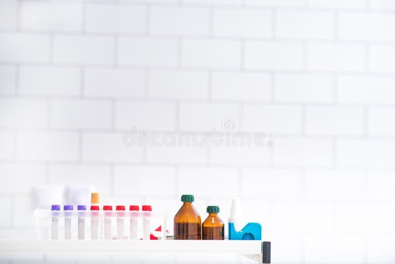 Klinisk uppsättning för blodprov i klinik arkivfoto