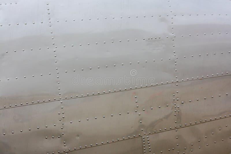 Klinknagels op vliegtuigenhuid stock foto's