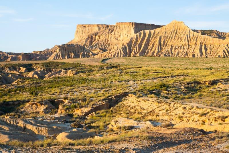 Klip bij semi-desert landschap royalty-vrije stock afbeelding