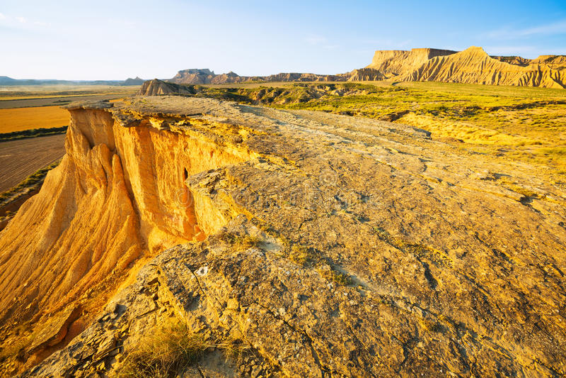 Klip bij woestijnlandschap van bardenas reales natuurreservaat royalty-vrije stock fotografie