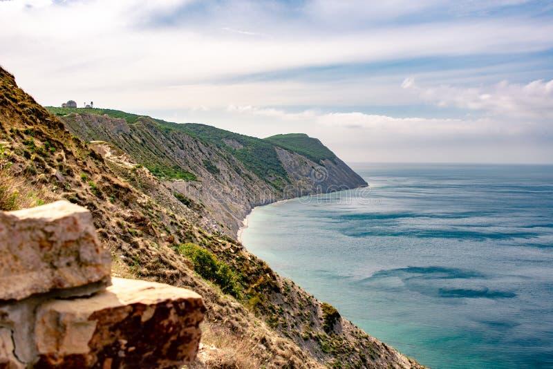 Klip in de Zwarte Zee stock foto