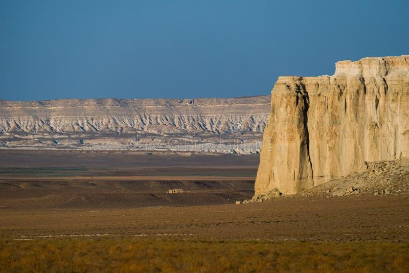 Klip op de rand van het Ustiurt-plateau, Kazachstan royalty-vrije stock afbeeldingen