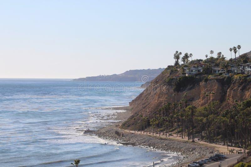 Klippa över Palos Verdes West Coast arkivfoto
