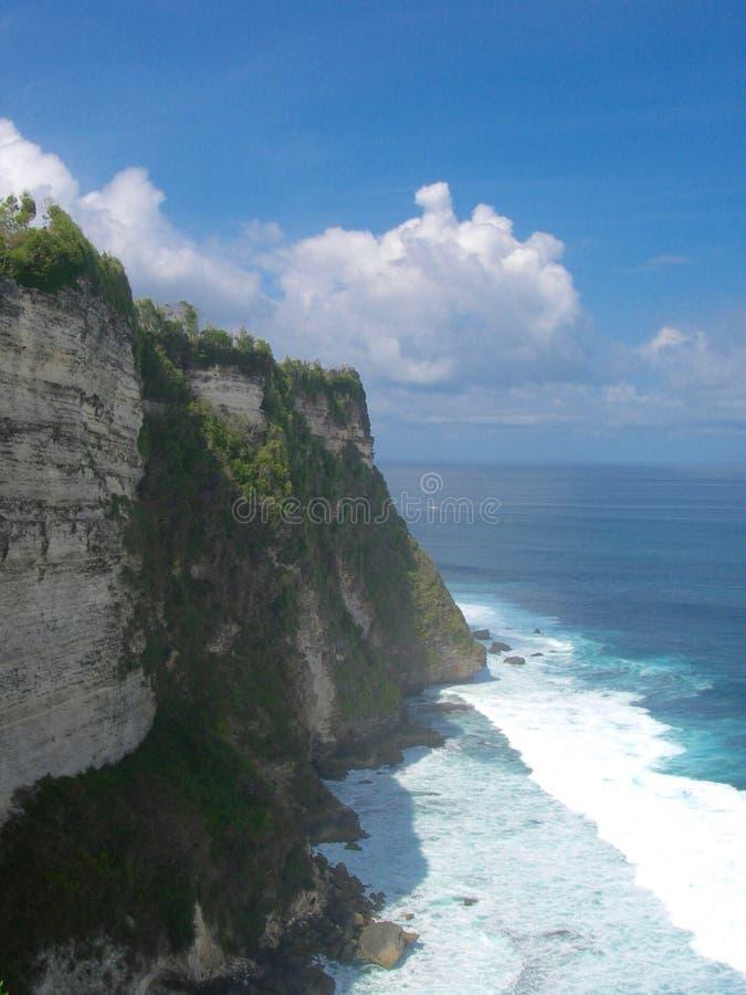 Klippa med havet på BAli royaltyfri fotografi
