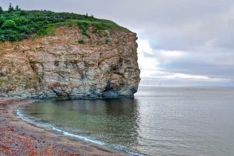Klippe auf der Gaspesian Halbinsel im HDR Bild lizenzfreies stockfoto