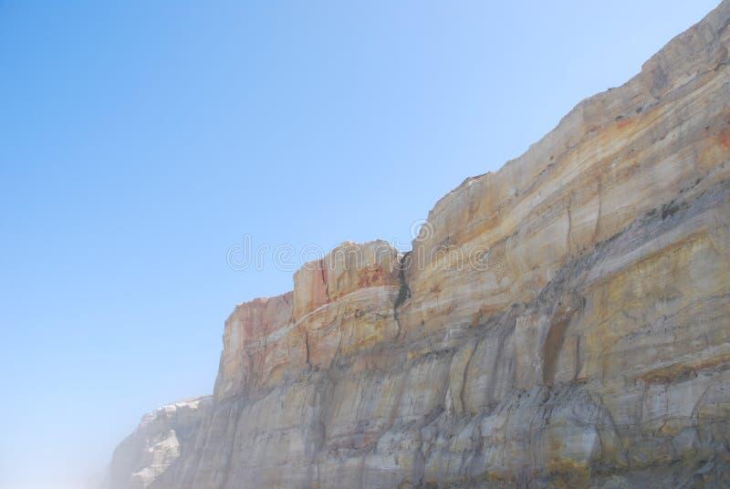 Klippe bei Praia Del Rey stockfotos