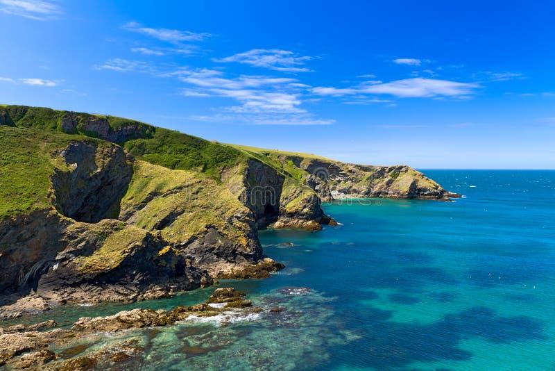 Klippe an der kornischen Küste nahe PortIssac, Cornwall lizenzfreie stockbilder
