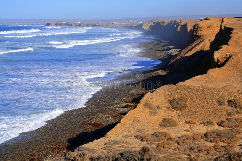 Klippe und Meer lizenzfreie stockbilder