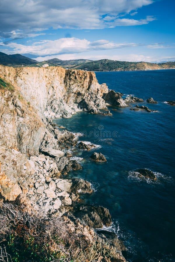 Klippen über dem Meer stockfoto