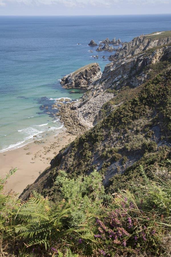 Klippen bij Carro-Strand; Espasante; Galicië royalty-vrije stock afbeelding