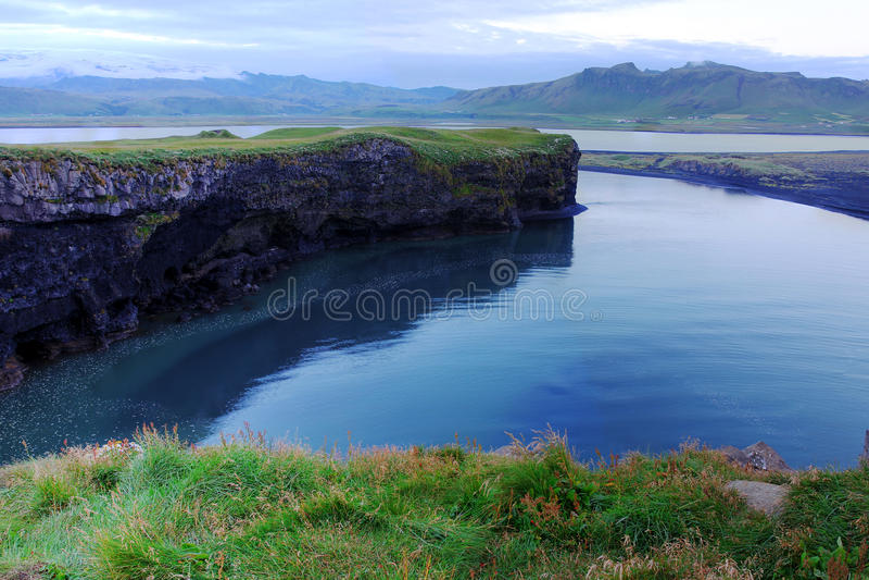 Klippen dichtbij Vik, IJsland royalty-vrije stock foto