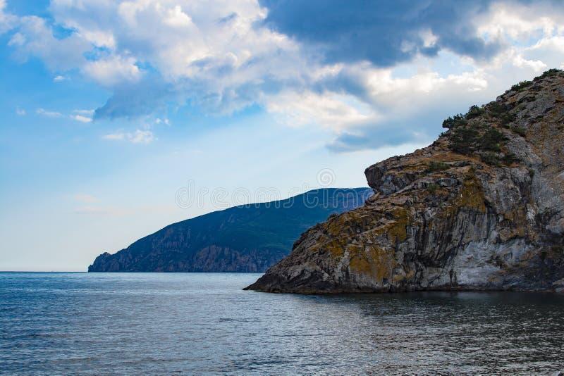 Klippen en overzees in de Krim Mooi panorama van aard royalty-vrije stock afbeelding