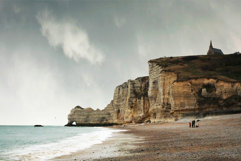 Klippen in Etretat, Normandie, Frankreich. lizenzfreie stockfotografie