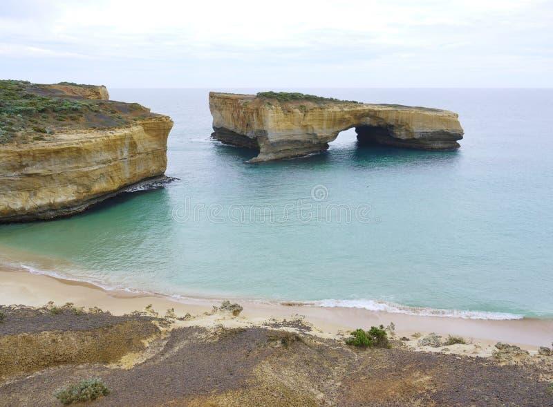 Klippen langs de Grote Oceaanweg stock foto's