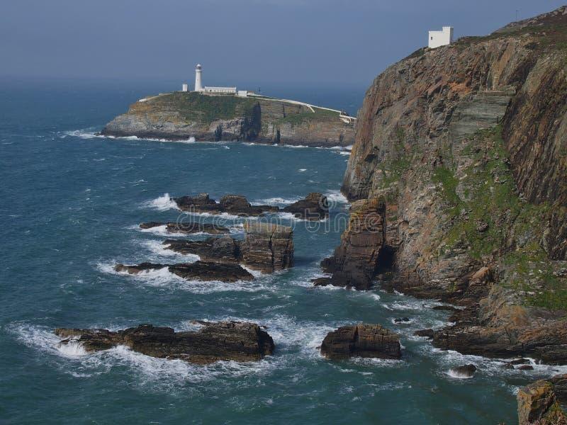 Klippen mit Südstapel-Leuchtturm, Wales lizenzfreies stockbild