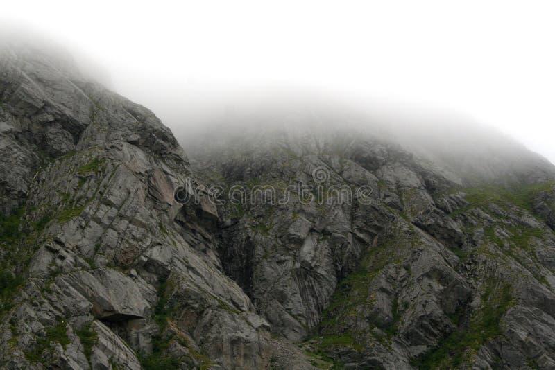 Klippen in Noordelijk Noorwegen stock fotografie