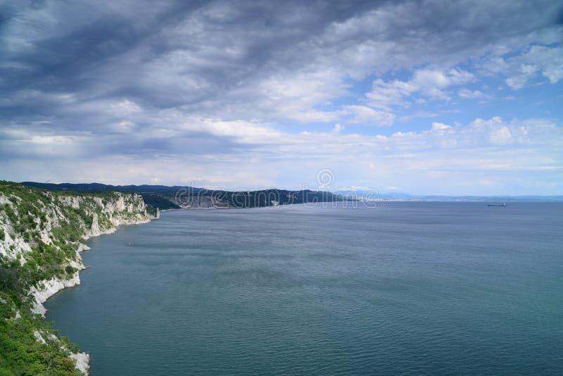 Klippen op de Adriatische kust royalty-vrije stock afbeeldingen