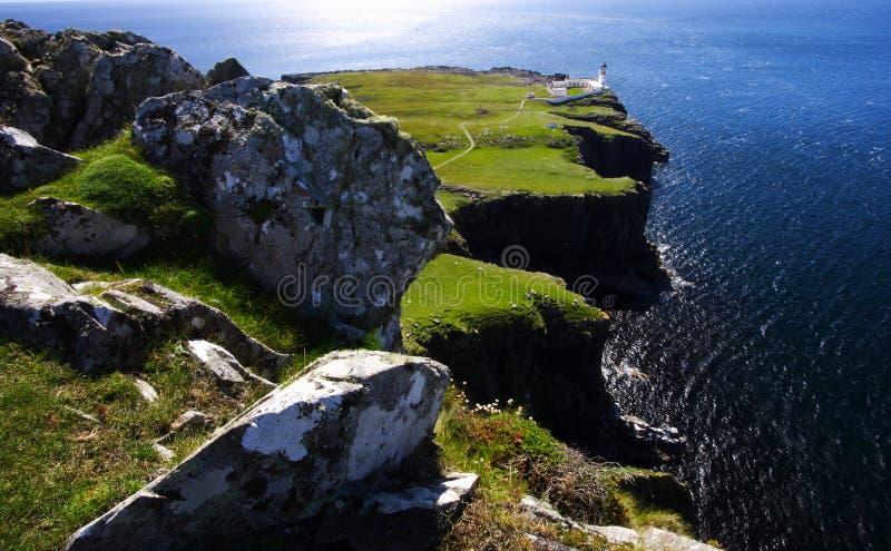 Klippen und Leuchtturm, Schottland lizenzfreie stockbilder