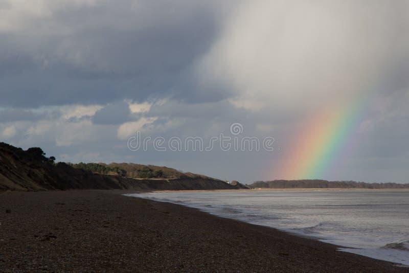 Klippen und Strand Dunwich lizenzfreie stockbilder