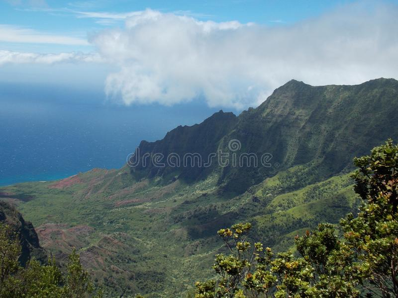 Klippen van de kust van Na Pali royalty-vrije stock foto