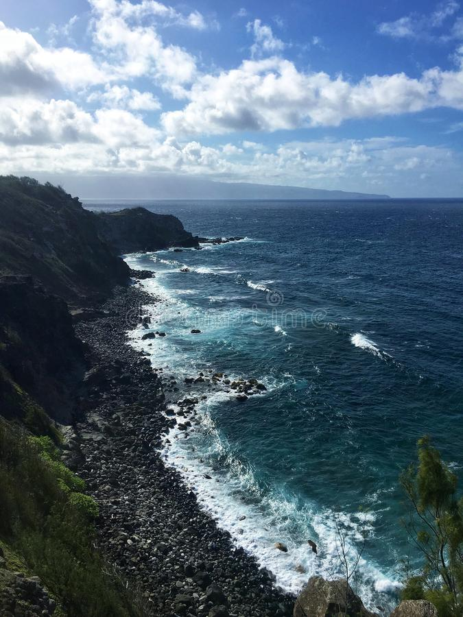 Klippen van het Noordenkust van Maui royalty-vrije stock afbeeldingen