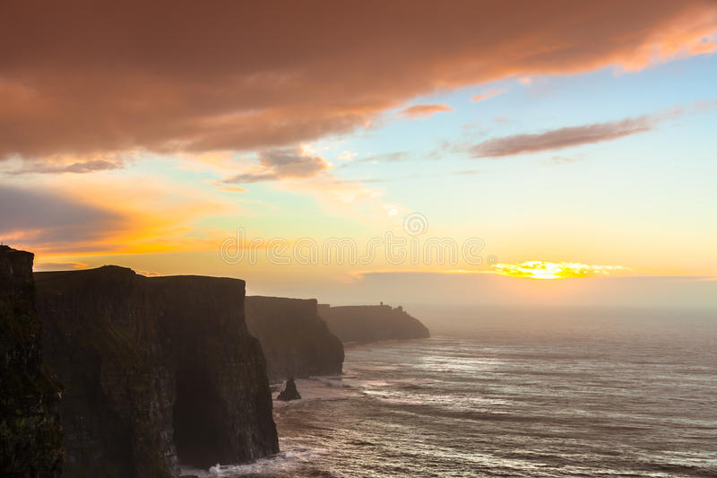 Klippen von Moher am Sonnenuntergang in Co Clare Ireland stockfotografie