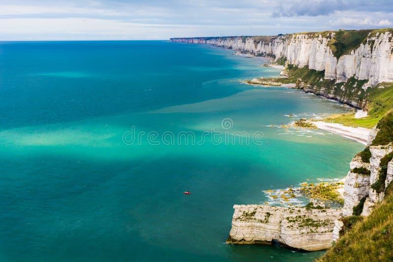 Klippen von oberer Normandie lizenzfreies stockbild