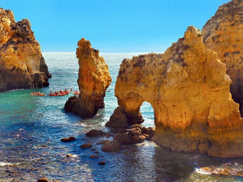 Klippenstranden, de Zomervakantie Algarve, Portugal stock fotografie