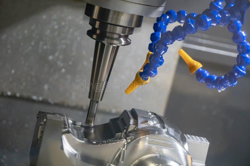 Klippet för CNC-malningmaskin den automatiska formdelen royaltyfri foto