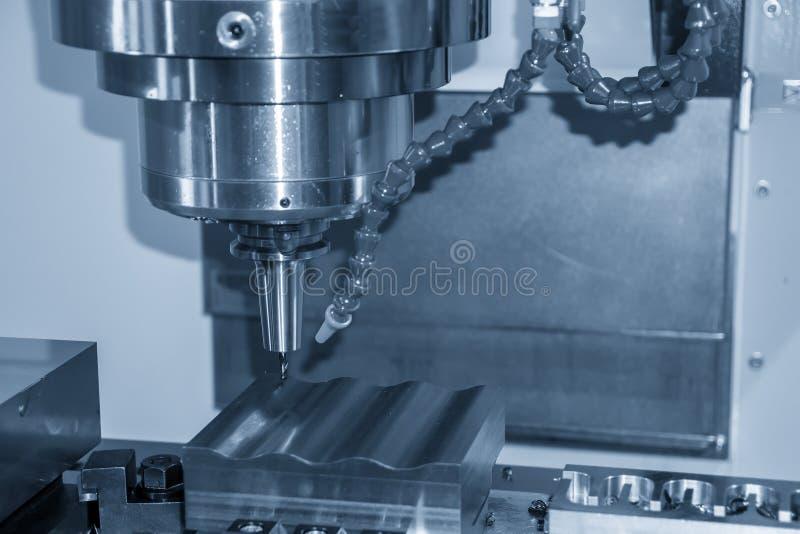 Klippet för CNC-malningmaskinen injektionen gjuter delar med dolid klumpa ihop sig endmillhjälpmedel royaltyfri fotografi