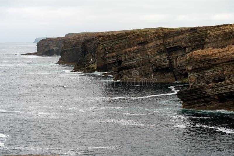 Klippor av fastlandet, Orkney öar, Skottland royaltyfri foto