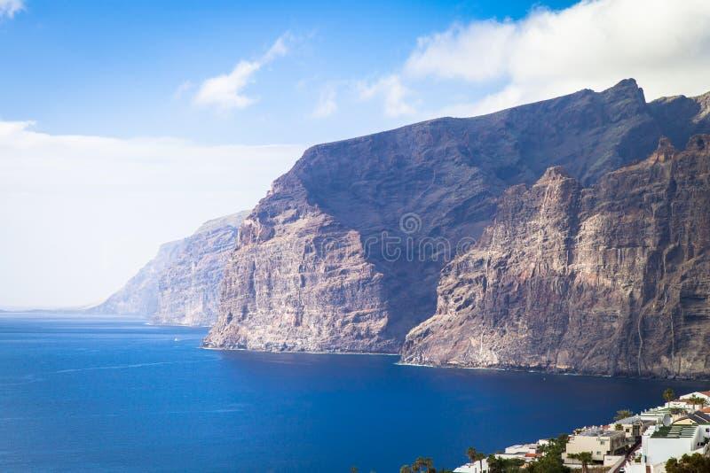 Klippor av Los Gigantes. Tenerife. Spanien royaltyfria foton