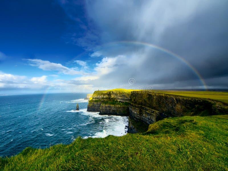Klippor av Moher. Irland. royaltyfria foton