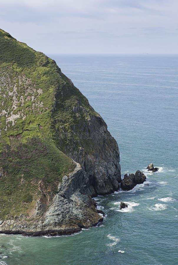 Klippor för glidbana för jäkel` s i Pacifica, Kalifornien royaltyfri bild