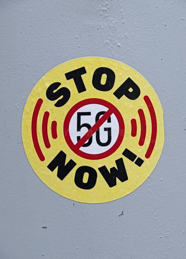 """Klistermärke """"för STOPP 5G NU"""" royaltyfria foton"""
