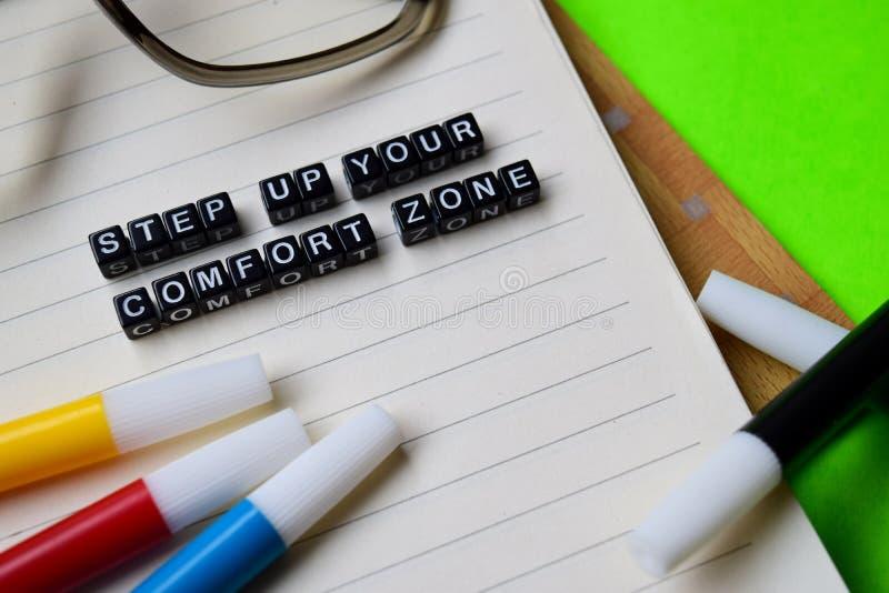 Kliva upp ditt meddelande för komfortzonen på utbildnings- och motivationbegrepp arkivbilder