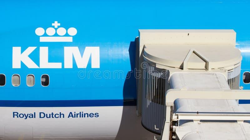 KLM机场喷气机桥梁 免版税库存照片