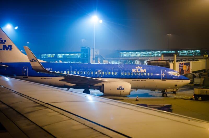 KLM飞机在斯希普霍尔机场 库存图片