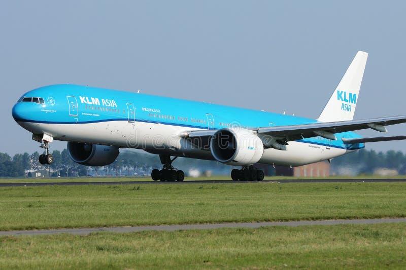 KLM Asia Boeing Droliner-vliegtuig dat de baan opstart royalty-vrije stock fotografie