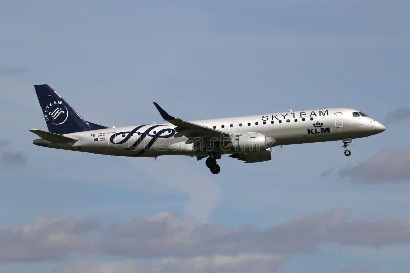 KLM Cityhopper Embraer ERJ-190 royaltyfria foton