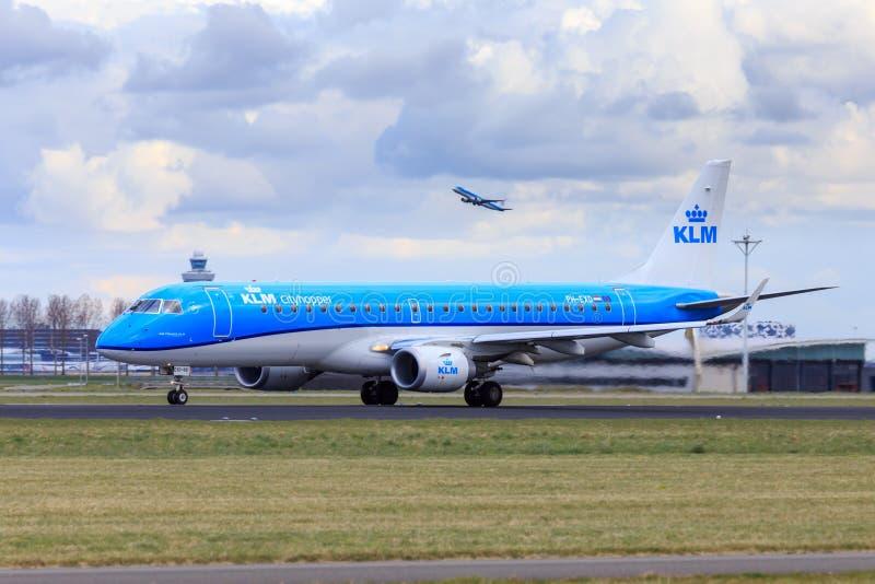 KLM Embraer 190 ny livré fotografering för bildbyråer