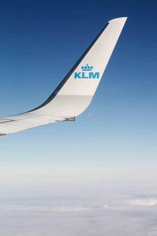 KLM flygplan i himlen arkivfoto