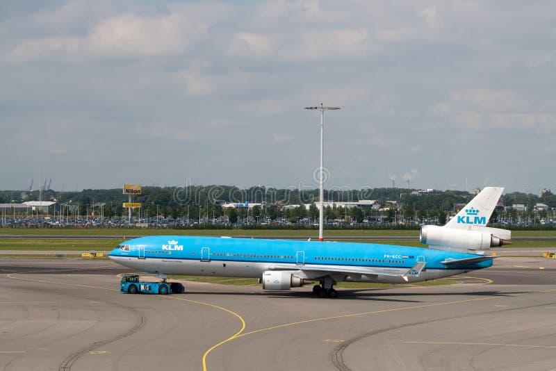KLM Mcdonnell Douglas MD-11 am Schiphol-Flughafen lizenzfreie stockbilder