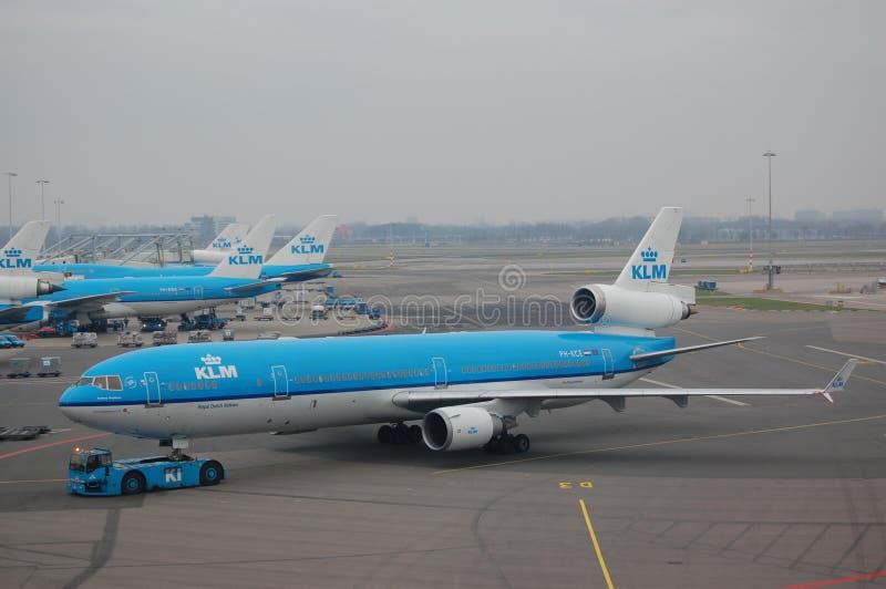 KLM MD11 que está sendo empurrado para trás fotografia de stock