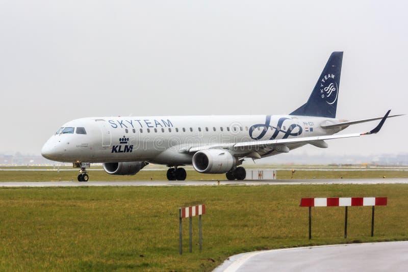 KLM Skyteam Embraer 190 arkivbild