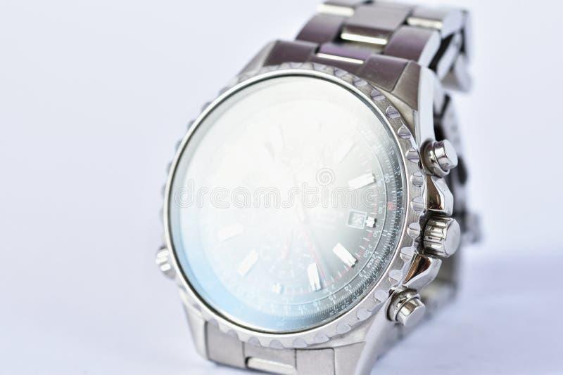 Klocka för man` s på vit ren bakgrund arkivfoto