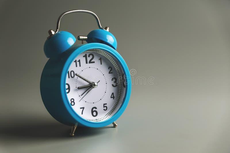klocka för nio f.m. fotografering för bildbyråer
