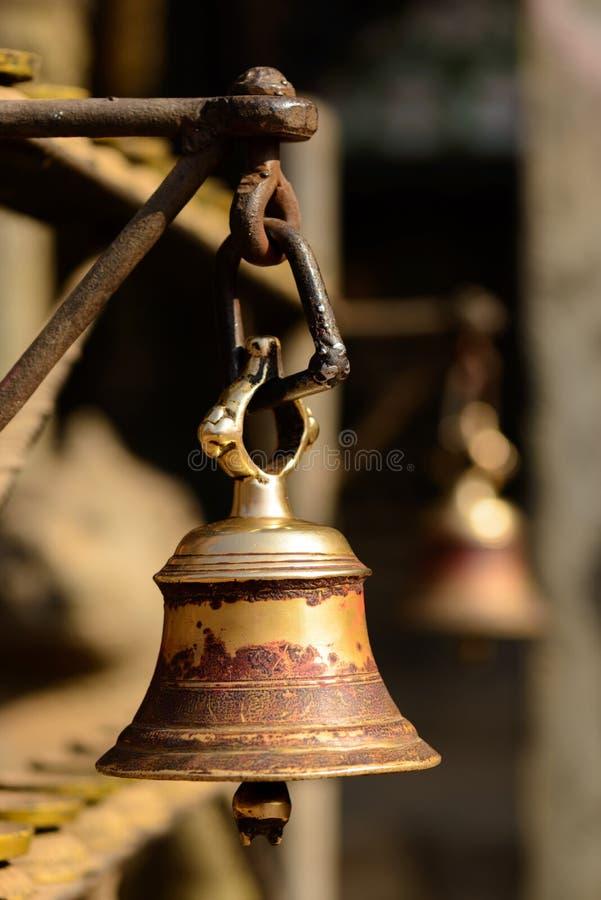 Klocka i en buddistisk tempel i Katmandu royaltyfria foton