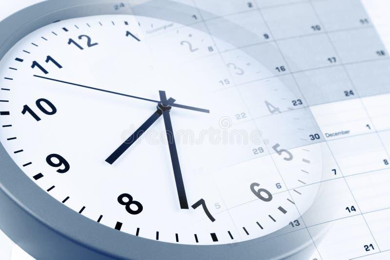 Klocka och kalender arkivfoto