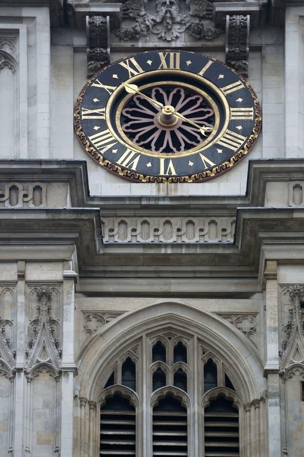 Klocka på den Westminster abbotskloster royaltyfri foto